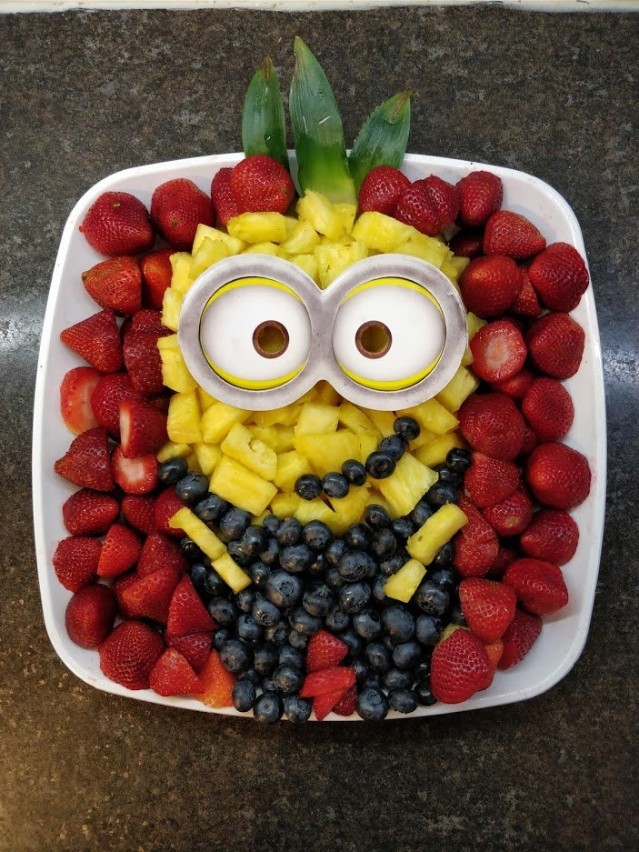 minion birthday fruit platter DIY pineapple blueberry strawberry